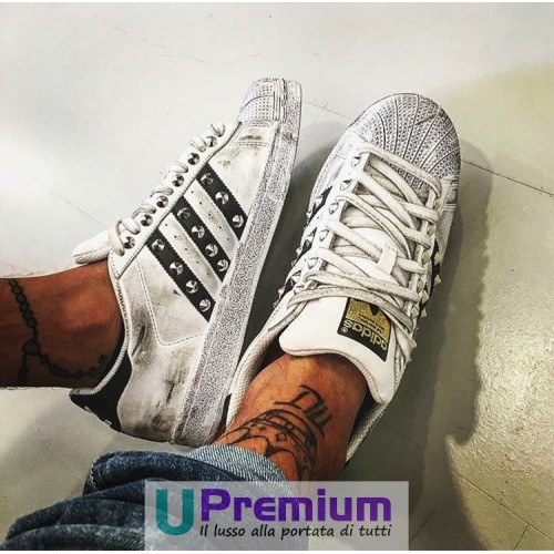 adidas superstar nere con borchie